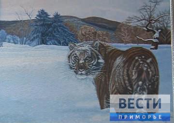 在阿尔谢尼耶夫市举行当地的画家SURKOV•YURII展览会开幕式