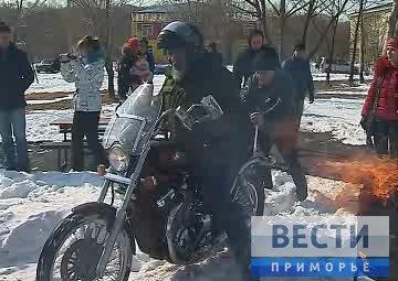 滨海边疆区摩托车骑士度过冬天