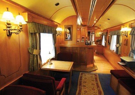"VIP级的""帝国俄罗斯""旅游列车来到了符拉迪沃斯托克。"
