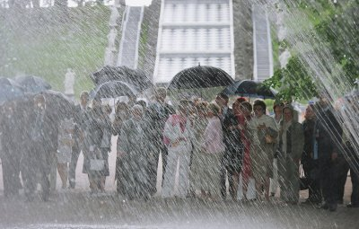 在符拉迪沃斯托克市持续降大雨