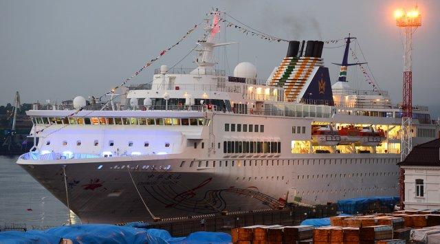 中国远洋轮船第一次访问符拉迪沃斯托克港口。