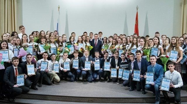 100多名具有天赋的学生获得了滨海边疆区区长安排的学术成就证书