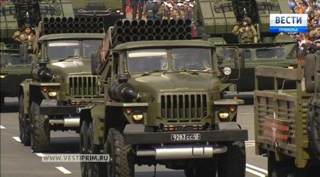 在符拉迪沃斯托克举行了胜利日的阅兵式