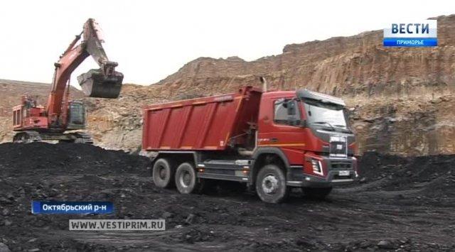"""11月28号在滨海边疆区新的露天煤矿""""涅阔维""""开采第一顿煤炭"""
