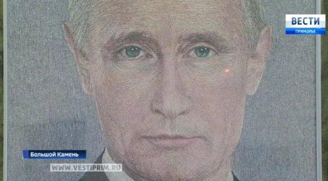 在滨海边疆区大卡面市一位退伍军人用剪刀和锥子画普京总统肖像