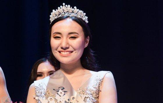"""来自吉尔吉斯斯坦,阿塞拜疆,乌兹别克斯坦,中国和韩国的女孩争夺""""亚洲符拉迪沃斯托克小姐竞赛 - 2018"""""""