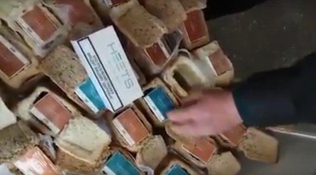 一位中国公民试图从俄罗斯带走带有惊喜的面包