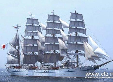 """日本帆船""""凯沃玛鲁""""首次抵达符拉迪沃斯托克"""