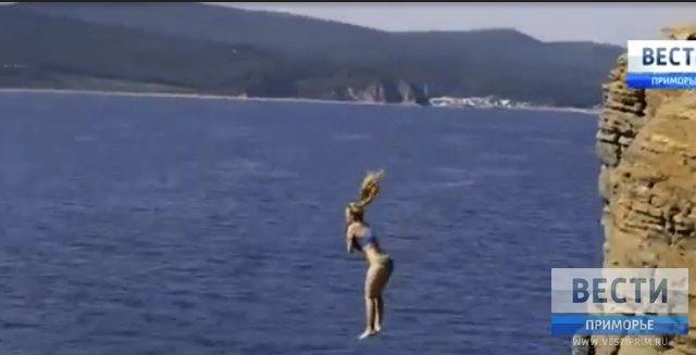 """""""自然选择"""":滨海边疆区居民冒着生命危险度假"""