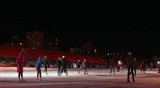 滨海边疆区的学生通过了体育大规模测试的冰